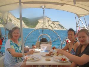 Vegetarisches Mittagessen vor der Küste